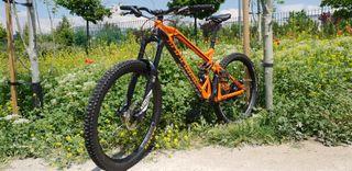 Bicicleta Enduro (Mondraker Dune RR 2015)