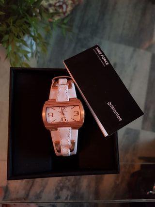 Reloj pulsera nuevo blanco