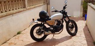 Hanway Scrambler 125cc + cascos + guantes.