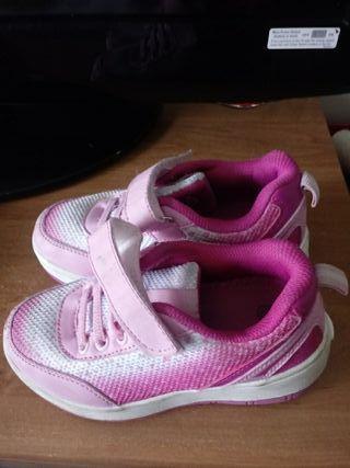 zapatillas niña con ruedas
