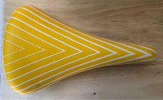 Sillín GES amarillo rayado