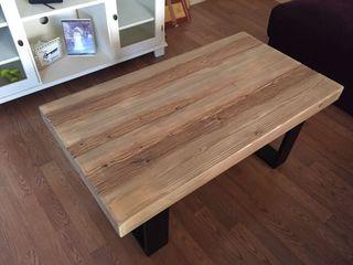 mesa de centro en madera patas metal