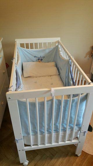 Cuna blanca de madera bebé y niño con accesorios