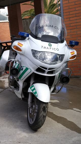 Se alquila moto guardia civil
