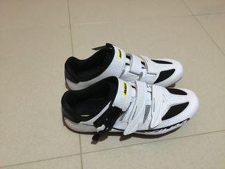 Zapatos de ciclismo.