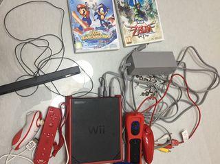 Wii mini + 2 mandos + cableado + 2 juegos