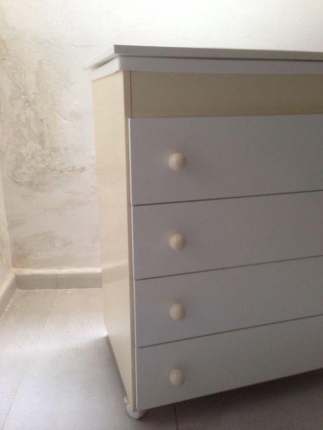 Mueble cambiador/bañera blanco y marfil. Mi cuna