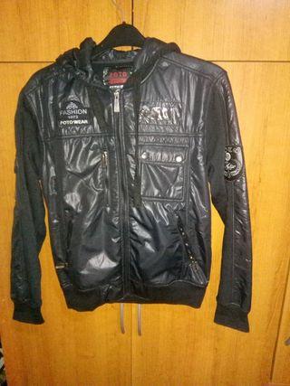 chaqueta negra de chico