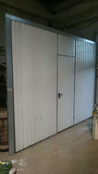 Puerta de garaje de muelles