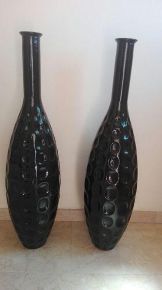 jarrones negros altos