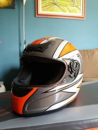 Casco de moto (no tiene visera)