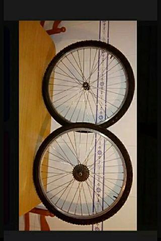 ruedas bicicleta montaña