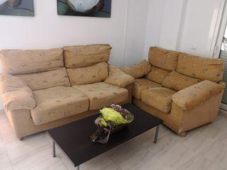 sofás 3+2 y mesa de centro