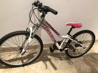 Bicicleta de niña casi si uso.