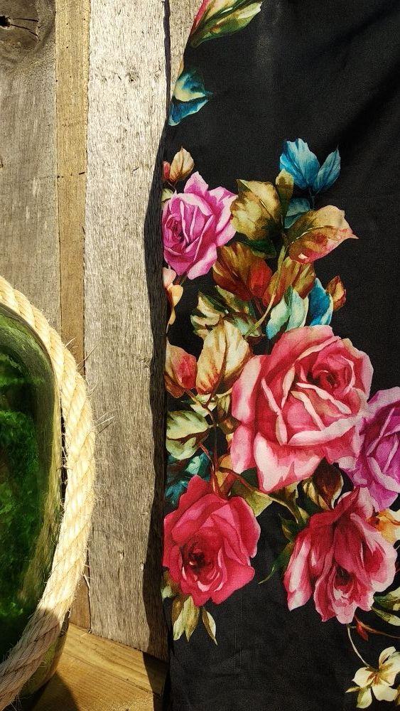 camiseta flores de raso