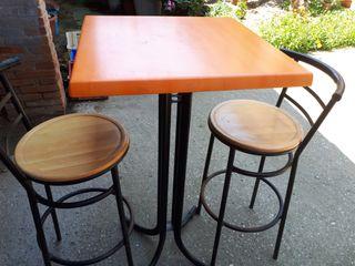 mesa y tamburetes