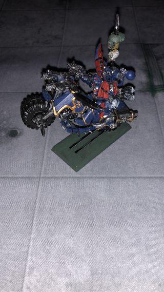 Warhammer Lord Caos en moto