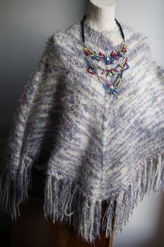 PONCHO de una lana muy suave, 19 €