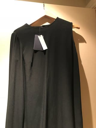 Vestido coctel con capa