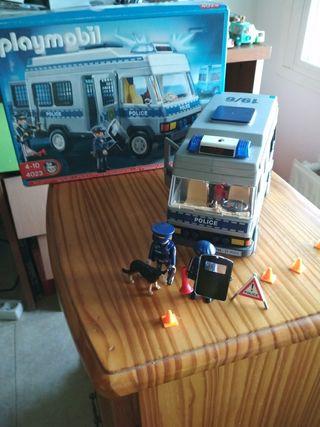 furgon policia de playmobil con todos los accesori