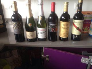 Botellas vino, vermut