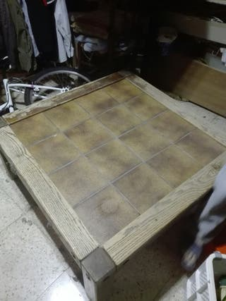 Mesa roble, con ladrillos