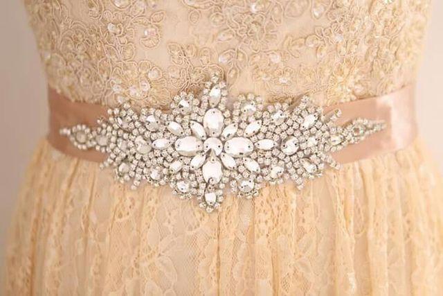 aplicaciones de pedrería para el vestido de novia de segunda mano
