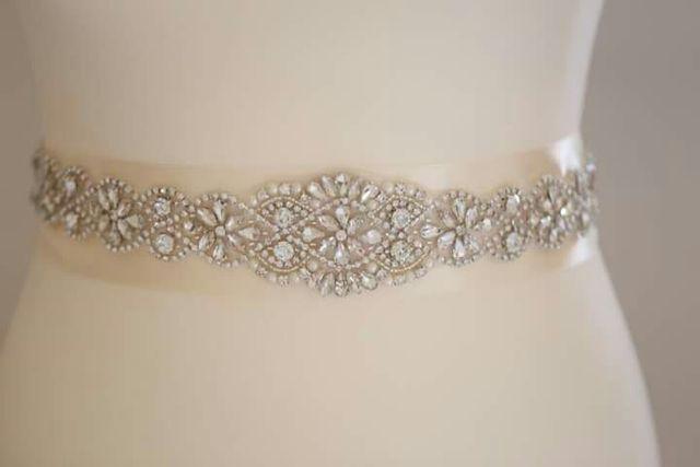 6ae1730b1 Largo cinturón de pedrería para vestido de novia de segunda mano por ...