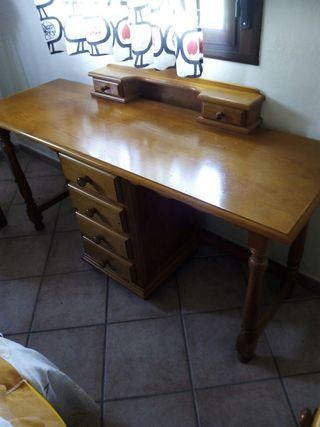 escritorio provenzal y cabecero