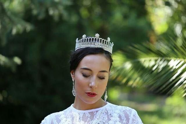 Tiara de novia ,estilo Royal de rodio y cristales