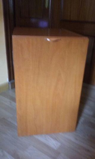 Dos Muebles bajos con puertas y tapa superior de 40x50x65. Color cerezo