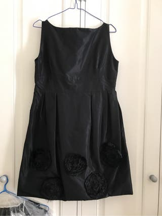 Precioso vestido abullonado de raso impecable