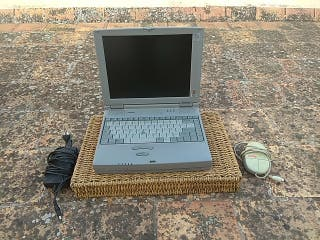 ordenador portátil thoshiba antiguo