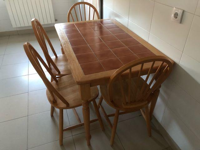 Mesa rústica cocina 4 sillas de segunda mano por 90 € en San Agustín ...