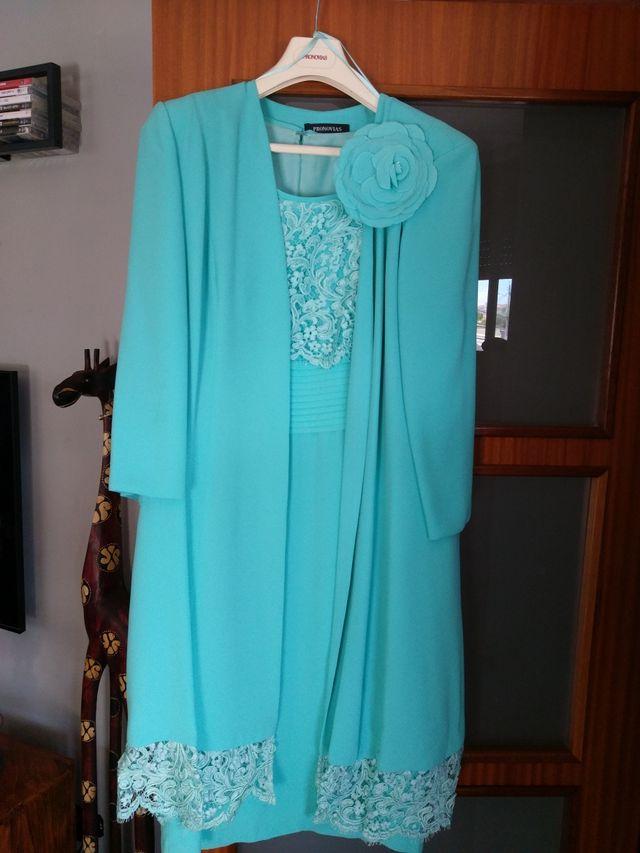 vestido bolso y pamela madrina pronovias