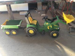 Tractor con remolque y pala