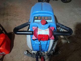 fregadora de suelos y aspiradora