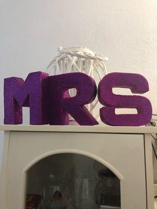 Letras en 3D . Color violeta. Para bodas