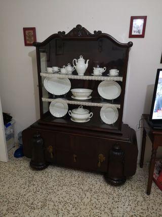 vitrina vintage antigua con cristal biselado