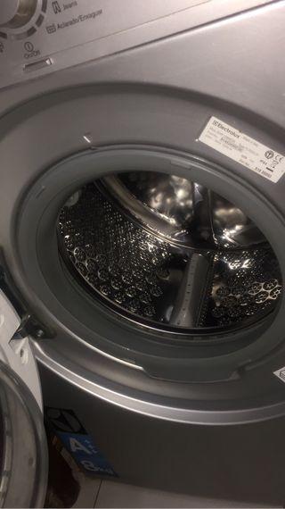 Lavadora Electrolux gris metalizado