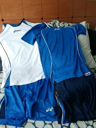 Conjuntos deportivos marca Asics
