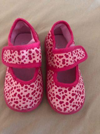 Zapatillas bebé nuevas