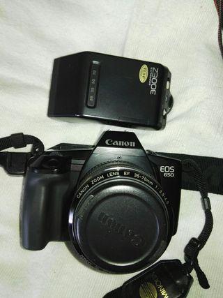 Camara Reflex Canon EOS 650 + Speedlite + bolsa