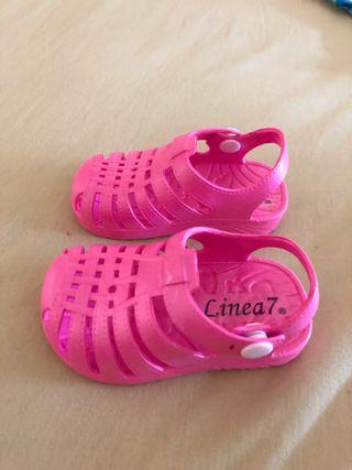 Zapatillas playa nuevas bebé