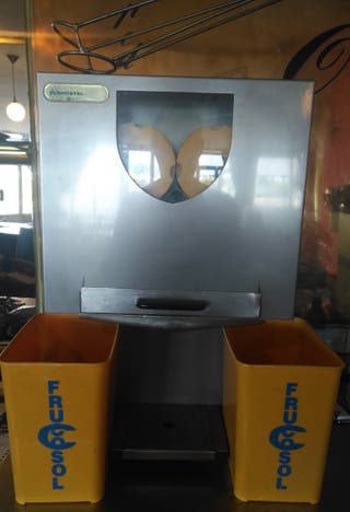se vende máquina de zumos