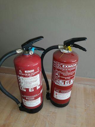 extintores de 6kg (hay dos)