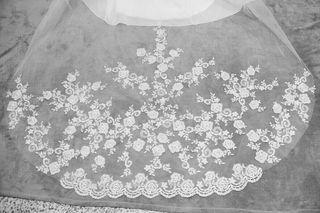 Hermoso velo de novia de tul y bonito encaje