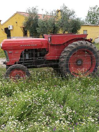 Tractor barreiros 5000 con arados