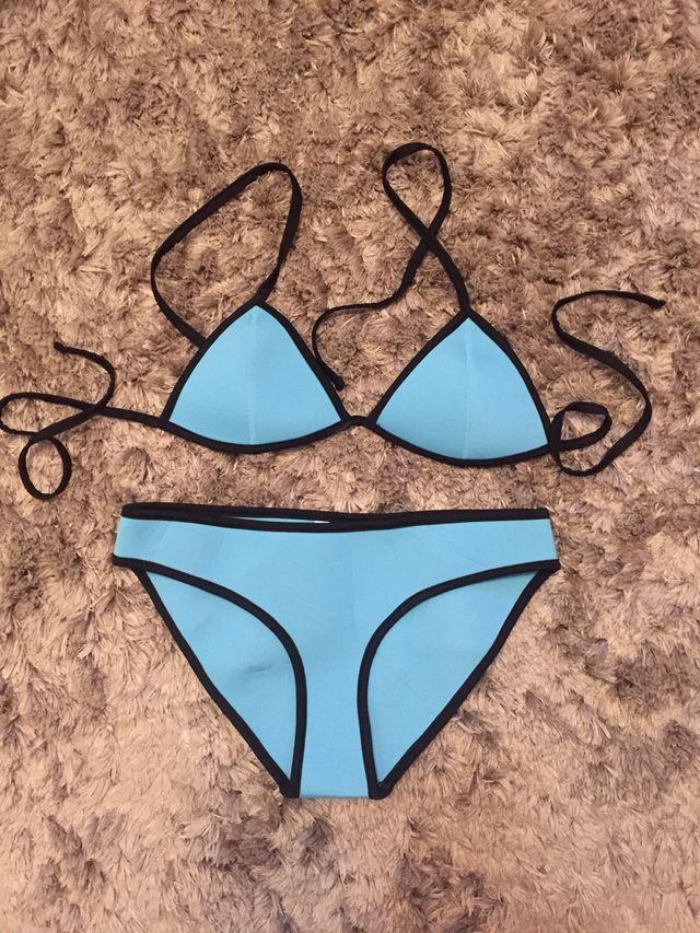 fd8f2a9a7379 Bikini neopreno azul triangle de segunda mano por 10 € en Oviedo en ...