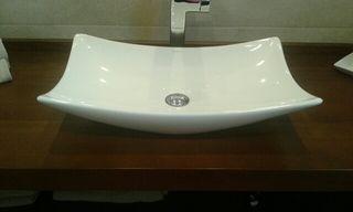 lavabo y grifo